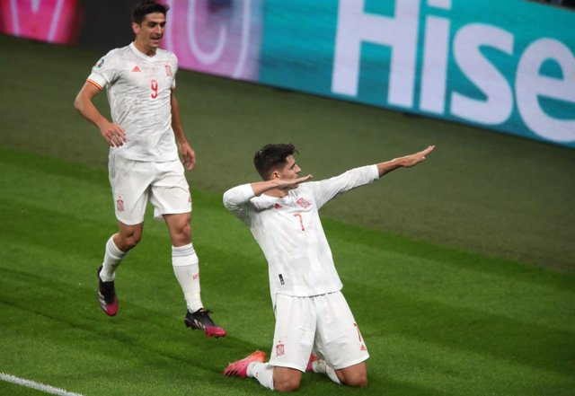 06 July 2021, United Kingdom, London: Spain's Alvaro Morata celebrates scoring his side's first goal during the UEFA EURO 2020 semi final soccer match between Italy and Spain at Wembley Stadium. Photo: Nick Potts/PA Wire/dpa
