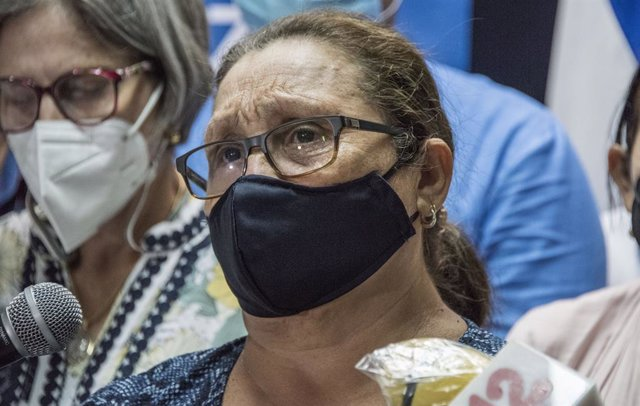 06 July 2021, Nicaragua, Caracas: Lesbia Alfaro Silva, mother of imprisoned student leader Lesther Aleman and member of the Uni Alliance of Nicaragua (AUN), attends a press conference following new arrests by Ortega's government. Her son and land rights a