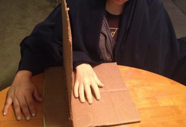 Archivo - La ilusión de la mano de goma para tratar el TOC.