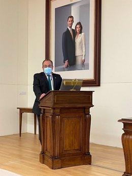 Ismael Aomar, durante la defensa de su tesis doctoral en la Facultad de Medicina de la UGR.