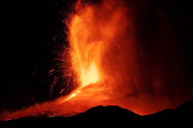 Erupción del volcán Etna, en Sicilia