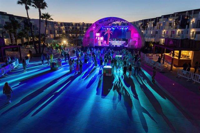 Pista de baile durante una prueba piloto del ocio nocturno en el Hard Rock de Ibiza, a 25 de junio de 2021.