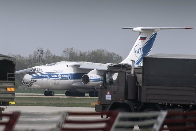 Archivo - 13 April 2020, Slovakia, Bratislava: An Antonov An-124 cargo aircraft lands at Bratislava Airport after its arrival from China with over 20 tons of medical supplies, protective suits, masks, gloves and respirators to help battle the spread of co