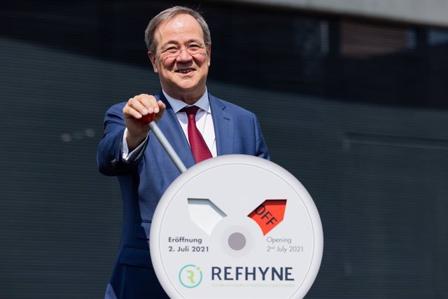 02 July 2021, North Rhine-Westphalia, Wesseling: Armin Laschet, Minister President of North Rhine-Westphalia and CDU candidate for chancellor, symbolically flips a switch during Shell's commissioning of Europe's largest PEM green hydrogen electrolyser. Ph