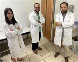 De izquierda a derecha: los doctores Elisa de la Fuente Sanz, Manuel Luján Bonete y Alberto Pérez de Vargas.