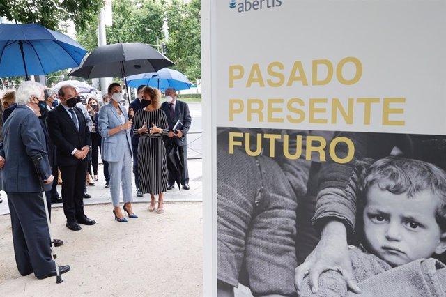 La Reina Letizia, en su visita a la exposición sobre la historia y el trabajo de Unicef para defender los derechos de la infancia de todo el mundo con motivo del 75 aniversario de la organización, en Madrid