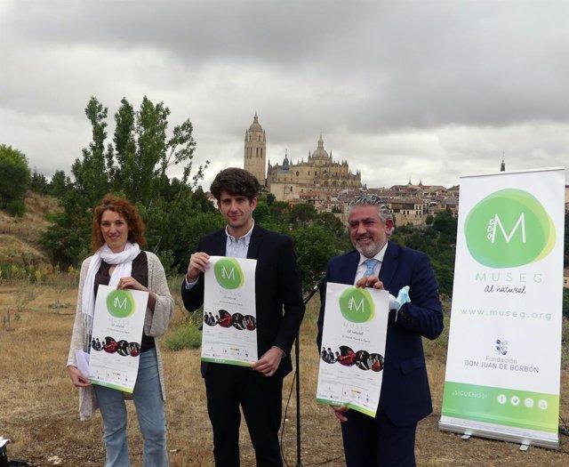 La coordinadora de la Fundación Don Juan de Borbón, Noelia Gómez (izquierda), el concejal de Cultura, Alberto Espinar (centro) y el diputado de Cultura, José María Bravo (derecha).