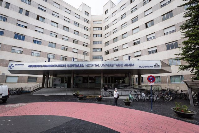 Archivo - Exterior del Hospital de Txagorritxu en Vitoria