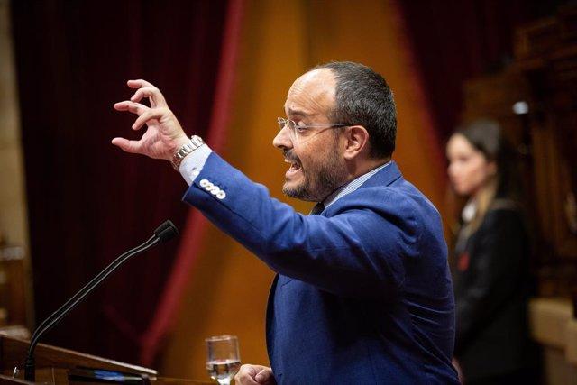 Archivo - Arxiu - El president del PP català, Alejandro Fernández, al Parlament