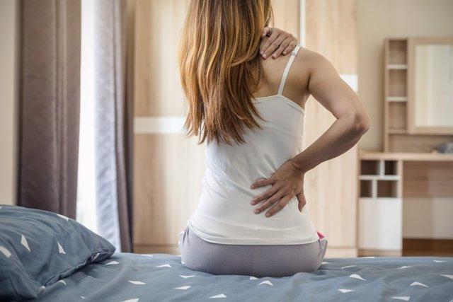 Archivo - Mujer que sufre de dolor