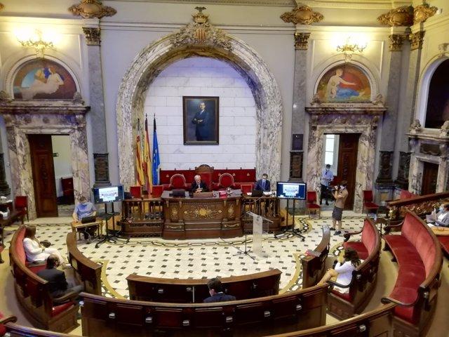 Imagen del hemiciclo del Ayuntamiento de València este jueves durante la sesión de la comisión de reconstrucción de la ciudad tras la Covid-19.