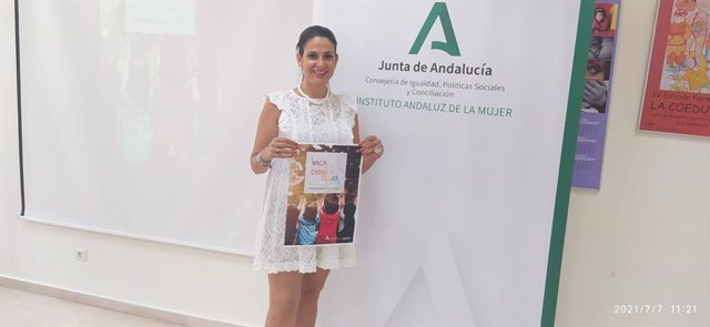 La assora de programas del IAM en Málaga, María Encarnación Santiago, presenta Vacacionantes