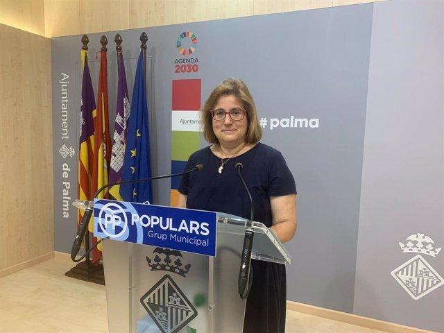 La portavoz del PP en el Ayuntamiento de Palma, Mercedes Celeste, en una rueda de prensa.