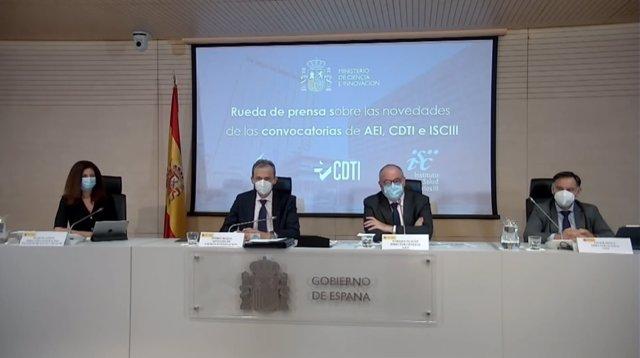 Raquel Yotti (ISCIII); el ministro de Ciencia e Innovación, Pedro Duque; Enrique Playán (AEI); y Javier Ponce (CDTI), en la rueda de prensa de este miércoles para presentar las principales novedades de las convocatorias de este año de las tres agencias.