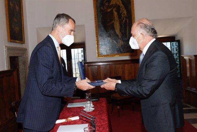 El Rey Felipe VI entrega el Premio de Historia Órdenes Españolas al mexicano Enrique Krauze