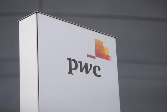 Archivo - Torre de PwC en España, en Madrid (España), a 22 de febrero de 2021. El consejo de administración de Almirall someterá al visto bueno de la junta general de accionistas, prevista para el próximo 7 de mayo, el nombramiento de KPMG como nuevo audi
