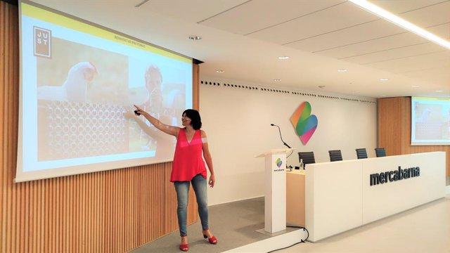La directora general de Forward Fooding, Clara Bartra, presenta l'ecosistema 'food tech' en la III Universitat d'Estiu de Mercabarna