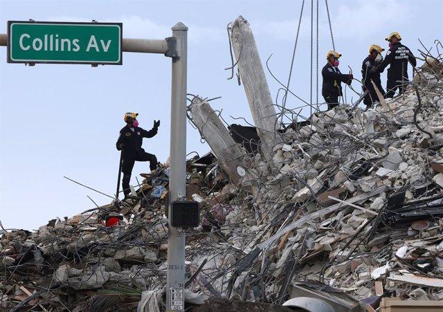 Imagen de archivo de los restos del edificio derrumbado en Miami.