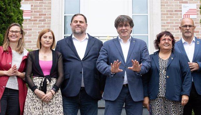 El líder íder d'ERC, Oriol Junqueras, i l'expresident de la Generalitat, Carles Puigdemont, a Waterloo (Bèlgica)