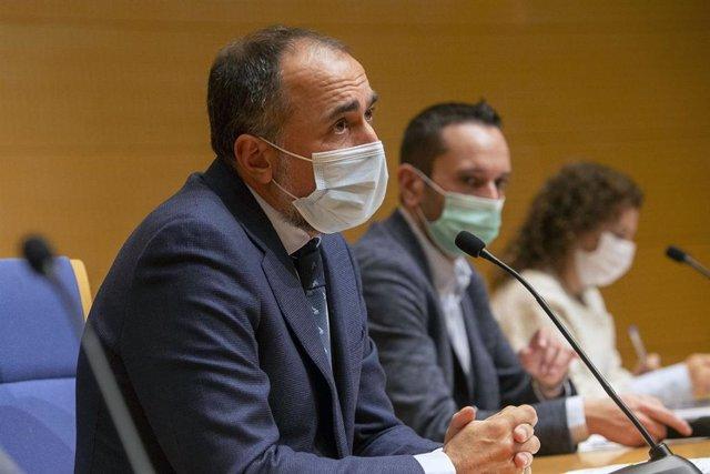 Comesaña y otras autoridades sanitarias en la rueda de prensa del comité clínico.