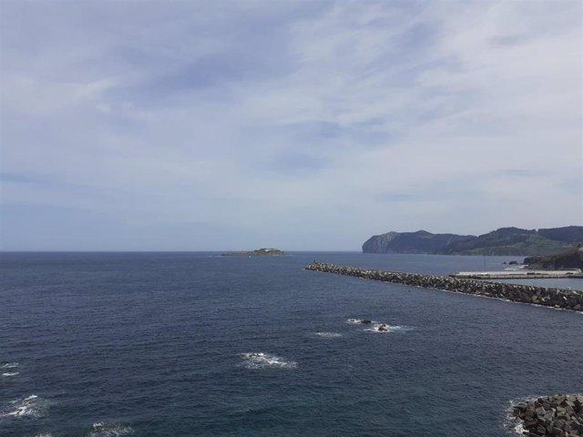 Archivo - Nubes y claros en la costa de Bermeo (Bizkaia).