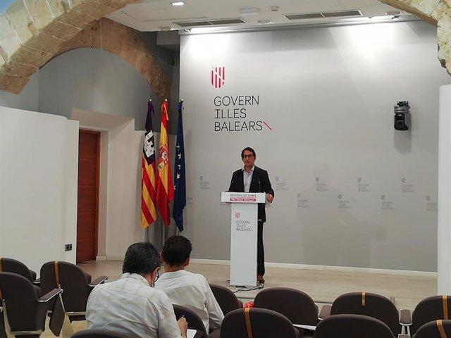 Archivo - El portavoz del Govern, Iago Negueruela, en rueda de prensa.