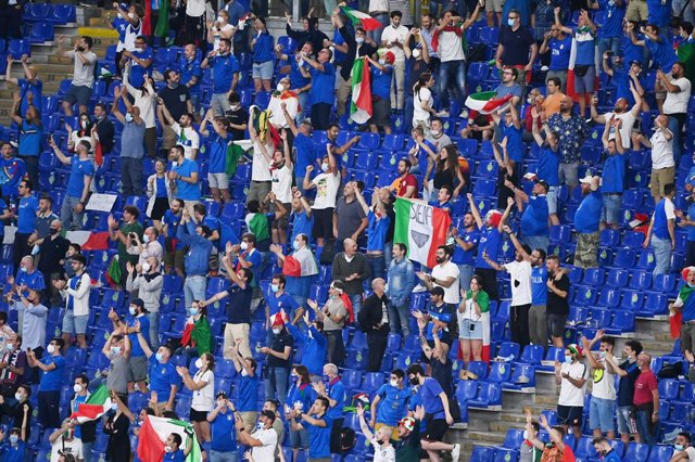 11 June 2021, Italy, Rome: Italy Fans cheer in the stands during the UEFA EURO 2020 Group Asoccer match between Italy and Turkey at the Olympic Stadium. Photo: Matthias Balk/dpa