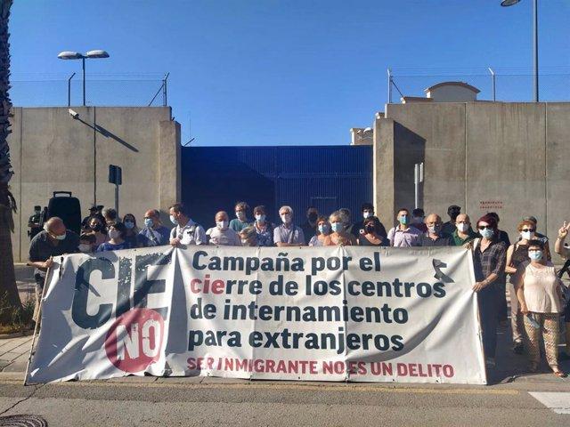 Protesta de CIEs NO frente a Zapadores