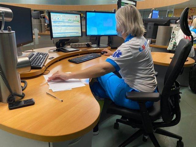 Imagen de recurso de una trabajadora de Emergencias 112 Comunidad de Madrid.