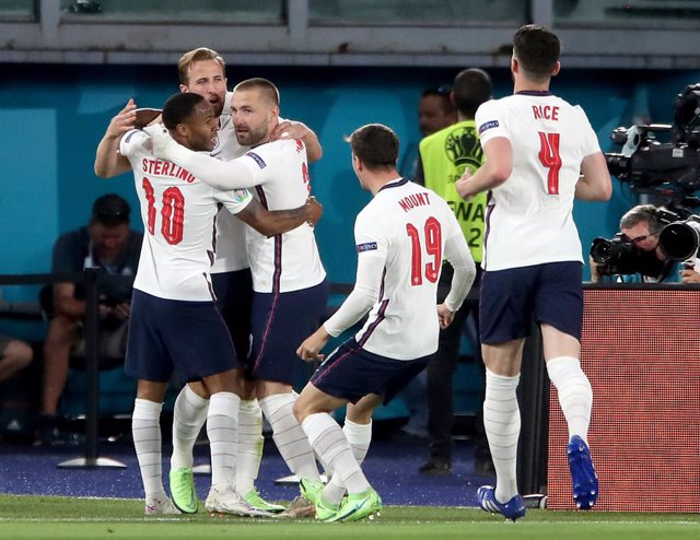 03 July 2021, Italy, Rome: England's Harry Kane (2nd L) celebrates scoring his side's first goal with team mates during the UEFA EURO 2020 Quarter-Final soccer match between Ukraine and England at the Stadio Olimpico. Photo: Nick Potts/PA Wire/dpa