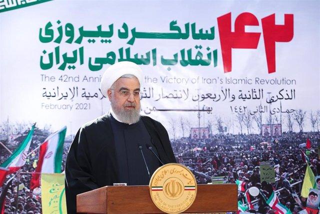Archivo - El presidente de Irán, Hasán Rohani, durante un acto por el 42º aniversario de la Revolución Islámica