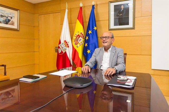 El consejero de Industria, Turismo, Innovación, Transporte y Comercio, Javier López Marcano, asiste, de forma telemática, a la jornada de difusión de los programas de apoyo a la industria.