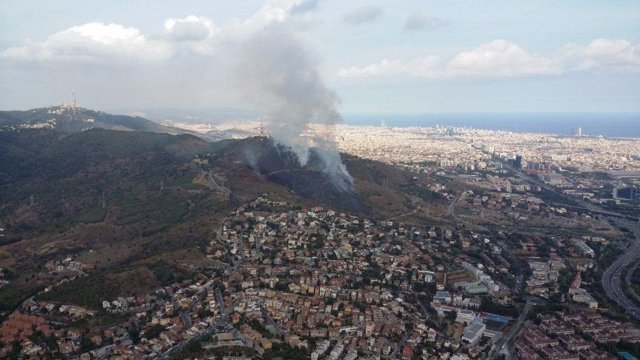 Archivo - Arxiu - Incendi al parc natural de Collserola