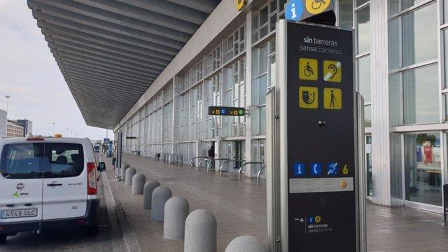 Archivo - La Terminal 2 (T2) del Aeropuerto de Barcelona cerrado por el coronavirus, en El Prat de Llobregat el 27/3/2020