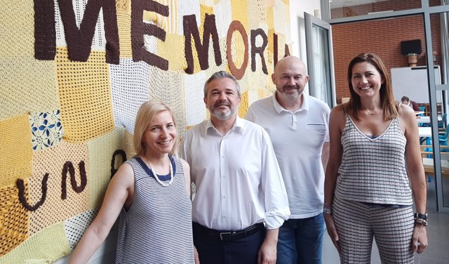 Ana Morón, gerente de AFAV; David Mazcuñán, familiar de una persona con alzhéimer e  impulsor de la iniciativa; Nacho Mañó, músico y creador de la iniciativa; y Sonia Sánzhez, Trabajadora Social de AFAV.