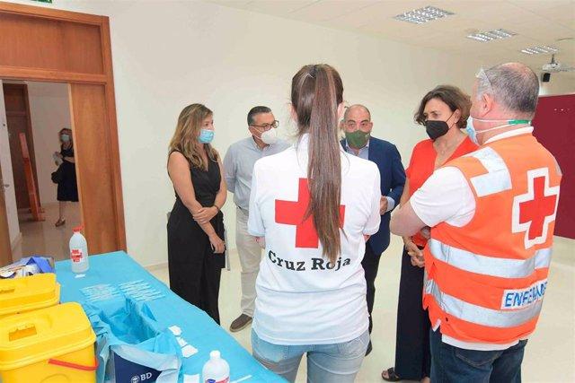El presidente de ATA, Lorenzo Amor, y la secretaria general de la CEC, Carmen Romero, durante la visita a las instalaciones del CINPI.