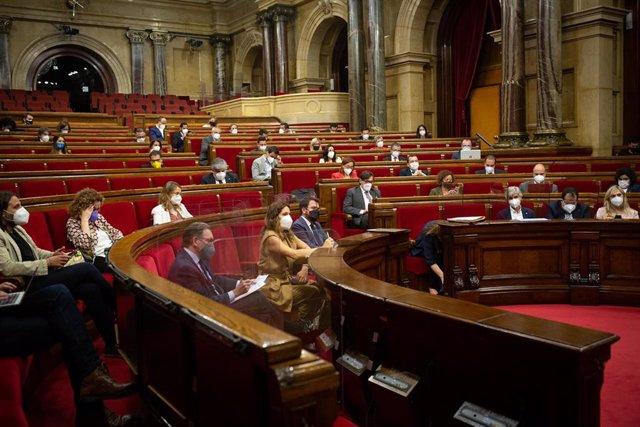 Archivo - Vista general del pleno del Parlament. ARCHIVO.