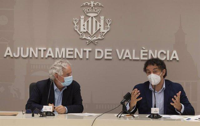El edil de Turismo en València, Emiliano García, y el secretario autonómico de Turisme, Francesc Colomer, en la rueda de prensa.