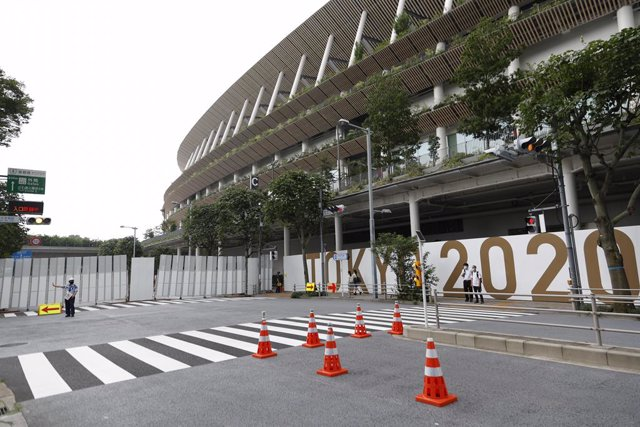 07 July 2021, Japan, Tokyo: The access to the National Stadium is seen closed for preparations ahead of the opening of the Tokyo 2020 Olympic Games. Photo: Rodrigo Reyes Marin/ZUMA Wire/dpa