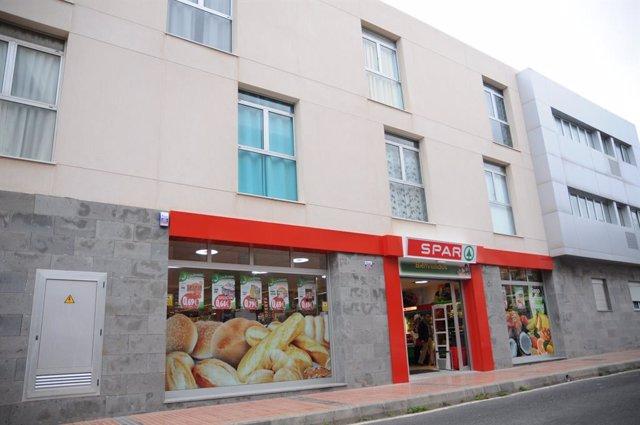 Archivo - Fachada de la tienda de SPAR en el barrio de Salinetas, en Telde