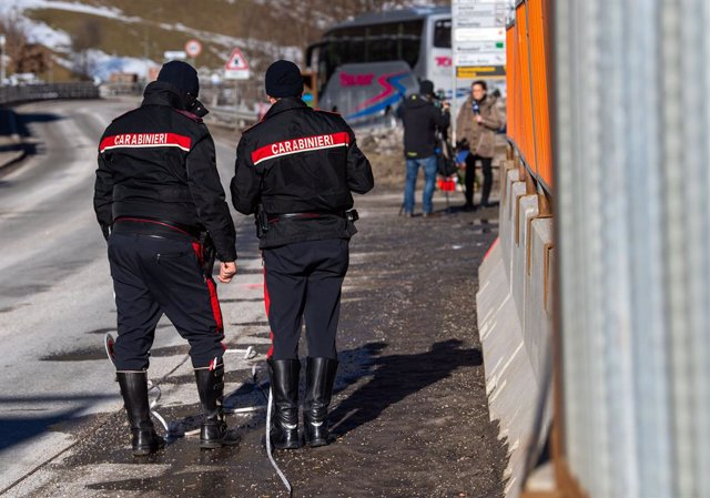 Archivo - 05 January 2020, Italy, Luttach: Two Carabinieri rescue teams reconstruct the circumstances of an accident at the scene where a drunk man drove his car into a group of tourists. Six German tourists in their early 20s were killed in northern Ital