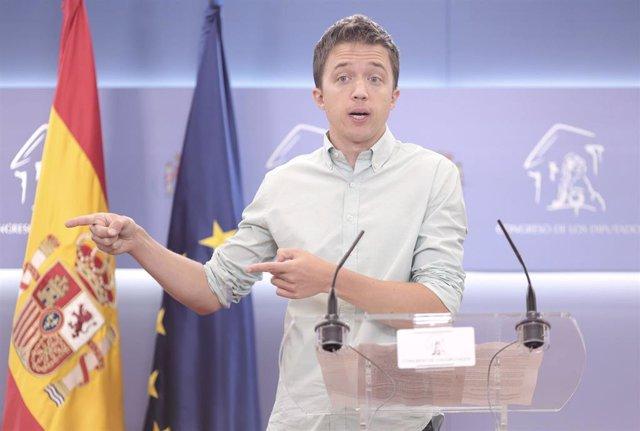 El líder de Más País, Íñigo Errejón, interviene en una rueda de prensa anterior a una reunión de la Junta de Portavoces en el Congreso de los Diputados, a 22 de junio de 2021, en Madrid, (España).