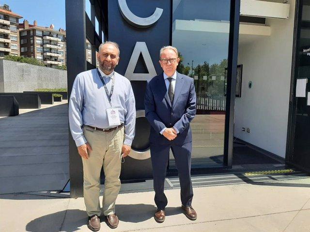 (E-D) el president de l'Iranian Audiovisual Media Regulatory, Mohammad Sadegh Emamian, i el president del Consell de l'Audiovisual de Catalunya, Roger Loppacher