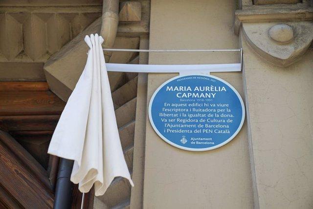 Placa dedicada a l'escriptora Maria Aurèlia Capmany a Barcelona