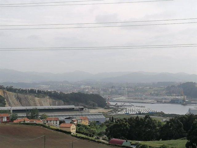 Archivo - Contaminación visible en la ría de Avilés