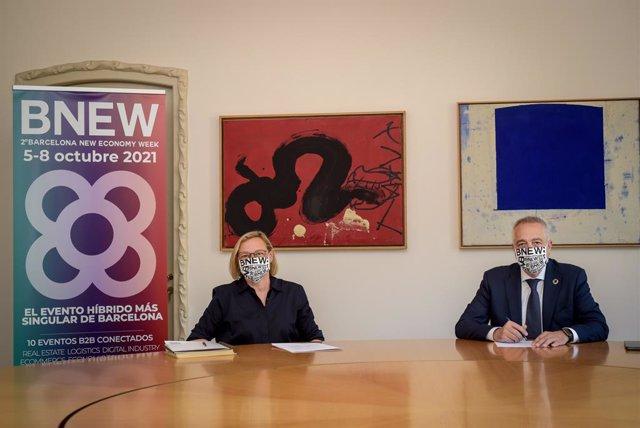 El delegat especial de l'Estat en el Consorci de la Zona Franca de Barcelona (CZFB), Pere Navarro, i la directora general de la Fundació Catalunya La Pedrera, Marta Lacambra.