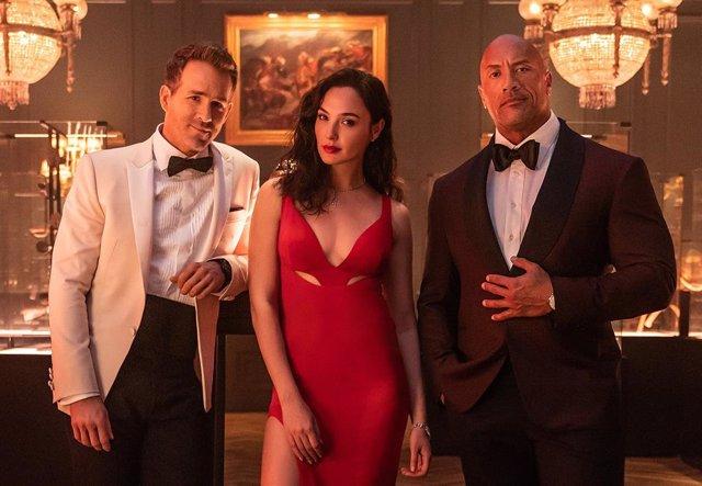 Archivo - Alerta Roja, la película de espías de Dwayne Johnson, Ryan Reynolds y Gal Gadot, ya tiene fecha de estreno en Netflix