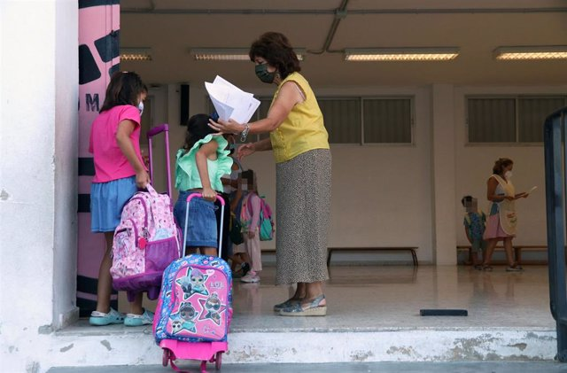 Archivo - Foto de archivo de los colegios aplicando las medidas covid durante el curso pasado.