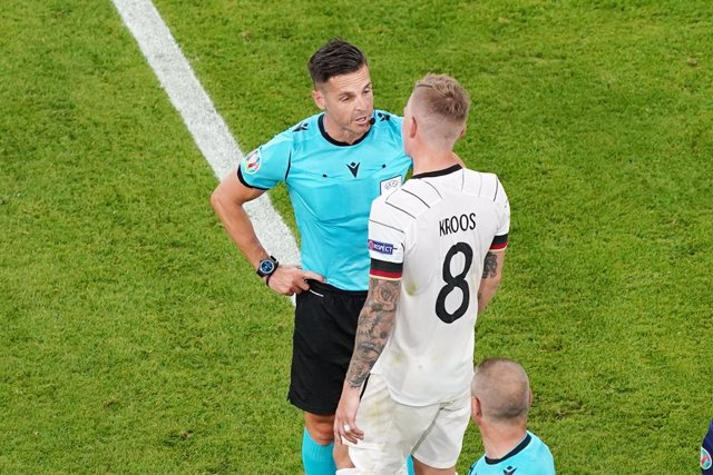 Referee Carlos Del Cerro Grande, Toni Kroos of Germany during the UEFA Euro 2020, Group F football match between France and Germany on June 15, 2021 at Allianz Arena in Munich, Germany - Photo Andre Weening / Orange Pictures / DPPI