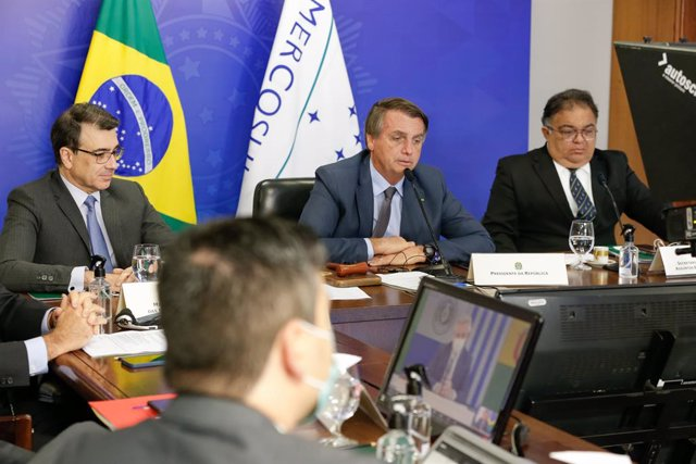 HANDOUT - 08 July 2021, Brazil, Brasilia: Brazilian  President Jair Bolsonaro (C) speaks at the virtual Mercosur summit. The dispute over future trade policy is escalating in the South American economic alliance. Photo: Alan Santos/Palacio Planalto/dpa -